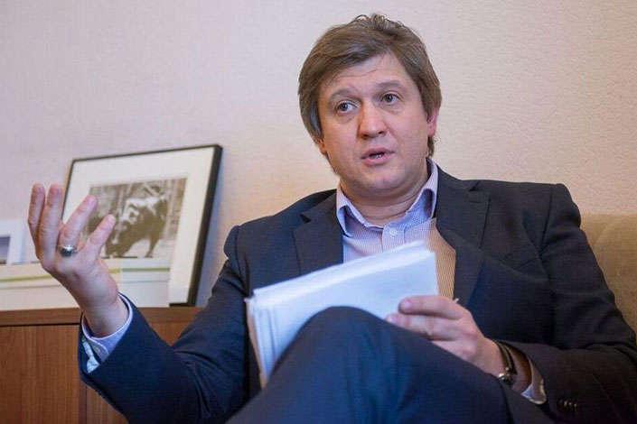 ГПУ «копає» під міністра фінансів – силовики вивчають закордонні вояжі Данилюка за 8 років
