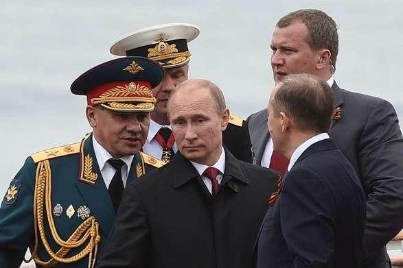 """<p class=""""p5""""><b><i>2014 рік: Путін у Севастополі приймає парад до 69-ї річниці завершення Великої Вітчизняної війни</i></b><b><i></i></b></p>"""
