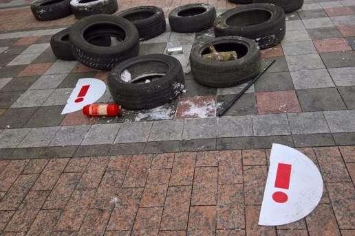 Зіткнення під Радою: Порошенко засудив дії «Нацдружин»