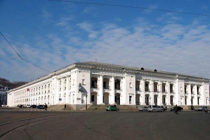 Гостинний двір у Києві суд повернув державі