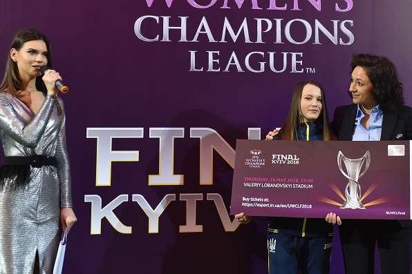 Яквиглядає м'яч фіналу жіночої Ліги чемпіонів вКиєві