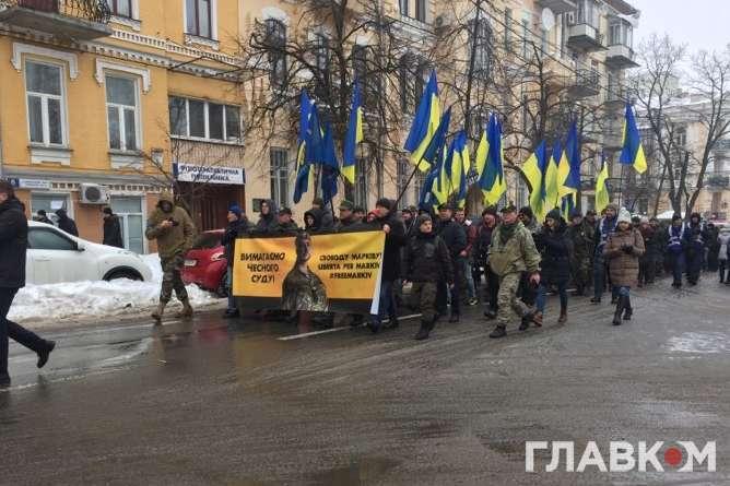 Українці провели пікет під парламентом уРимі на підтримку бійця Нацгвардії Марківа
