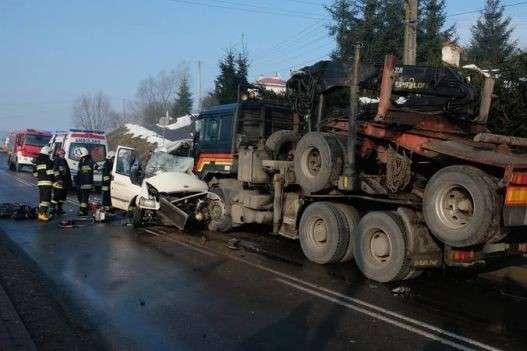 УПольщі ваварії загинуло двоє українців. Ford зіткнувся із вантажівкою