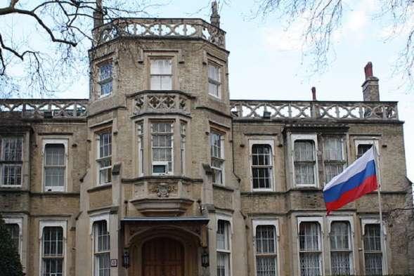 Російські дипломати покинули посольство уЛондоні