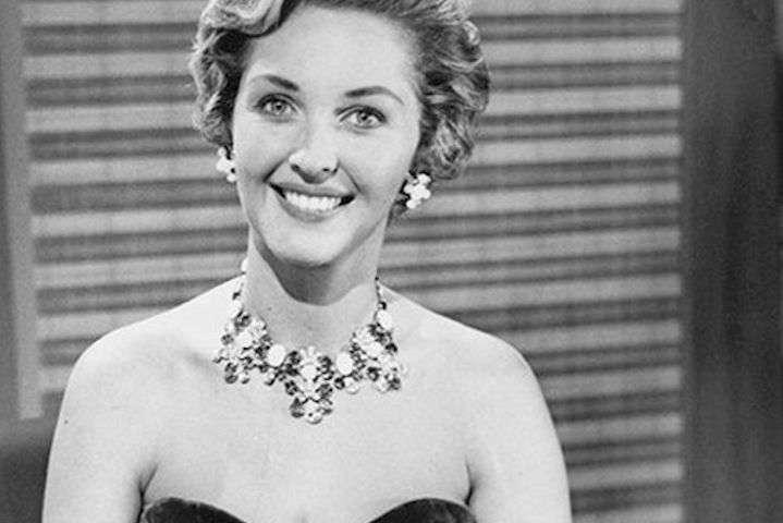 В Великобритании скончалась легендарная ведущая Евровидения