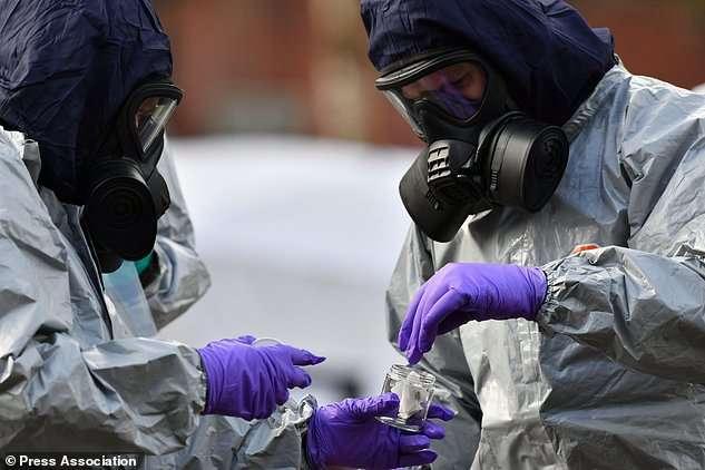 Англійський суд дозволив передати проби крові Скрипалів експертам ОЗХЗ