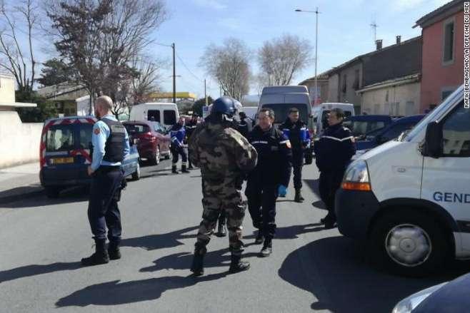Захвативший заложников злоумышленник убит— Теракт воФранции