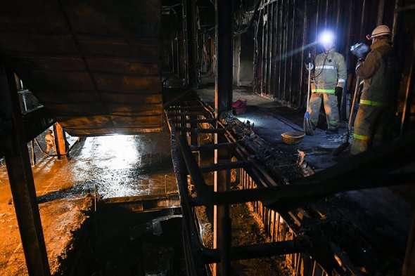 МЧС начало вскрывать ледовое покрытие нацентральных реках Петербурга