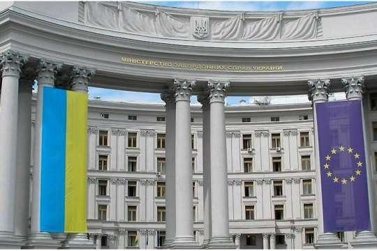 Громадяни 46 країн тепер можуть оформити українську візу, невиходячи здому