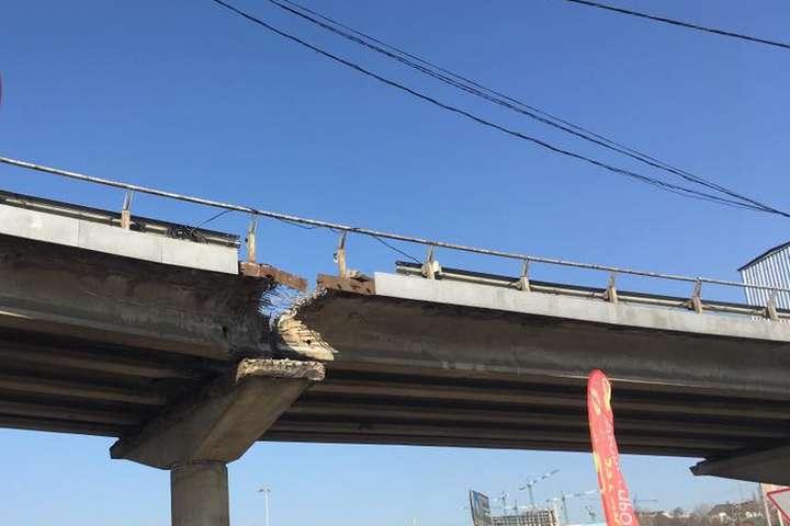 УКиєві «втомився» щеодин міст: шляхопровід наВидубичах валиться