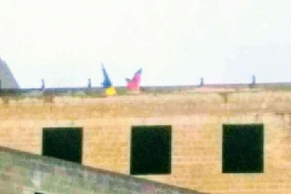 У центрі Донецька українські патріоти вивісили два прапори (фото)