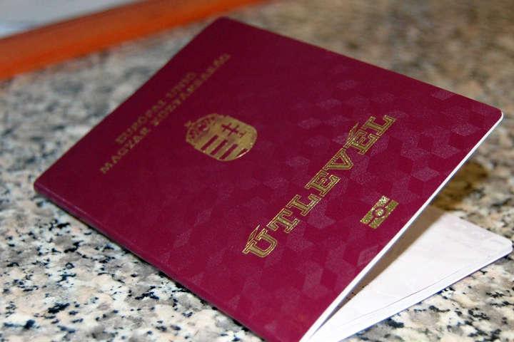 Угорщина видала українцям не менше 100 тисяч паспортів ...