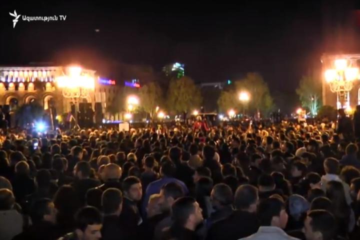 Протести у Вірменії зачепили регіони: селяни перекривають дороги