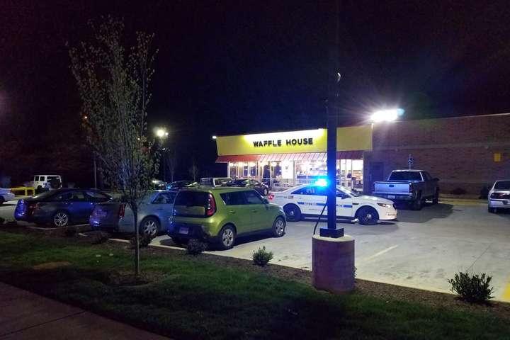 Голий чоловік розстріляв відвідувачів кафе уСША: троє загинули