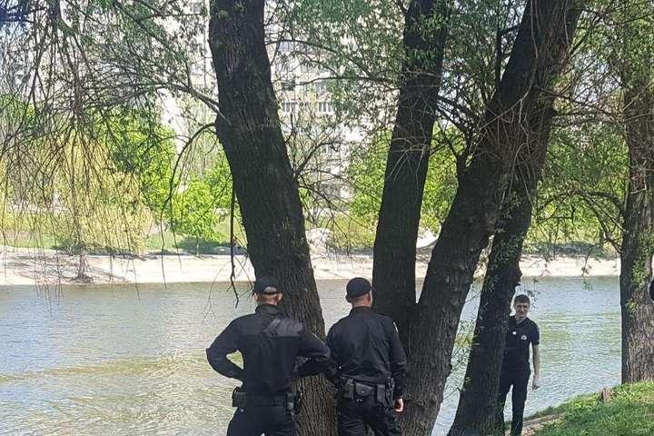 УКиєві наРусанівці студенти виловили труп