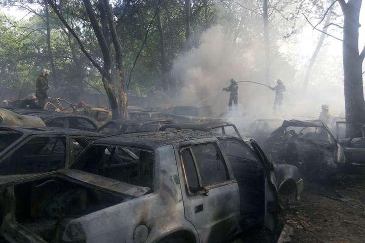 Наштрафмайданчику вКиєві загорілися близько 20 автомобілів