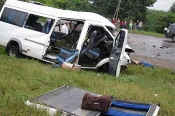 Микроавтобус стуристами перевернулся натрассе вГрузии
