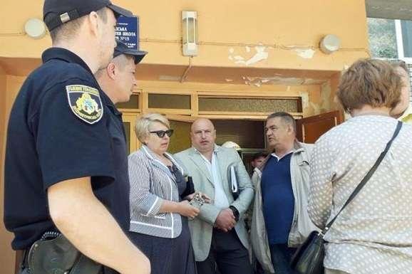 Невідомий ушколі Павлограда розпилив газ: евакуйовано 680 учнів