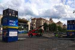 Фото: — Облаштування фан-зони на Хрещатику