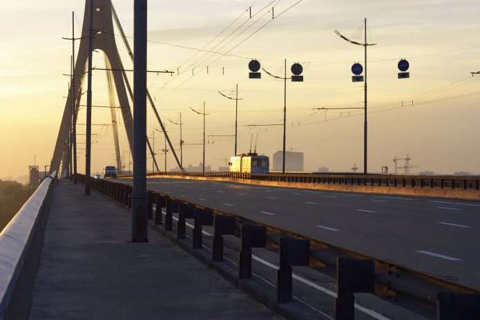 Північний міст у Києві - У середу на півдня обмежать рух Північним мостом