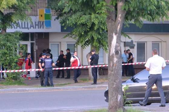 """<div class=""""copy"""">Місце інциденту зі стріляниною у Черкасах, під час якого вбили Сергія Гуру</div> - Вбитий у Черкасах депутат 15 років тому застрелив дружину – ЗМІ"""