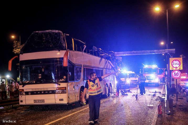 ВБудапеште снесло 2-ой этаж автобуса сукраинскими туристами, около 30 раненых