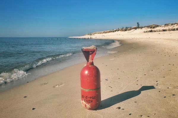 Напольських пляжах знайшли сигнальні ракети зкораблів російського виробництва