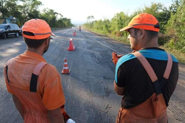 В Україні зараз ремонтують 150 доріг