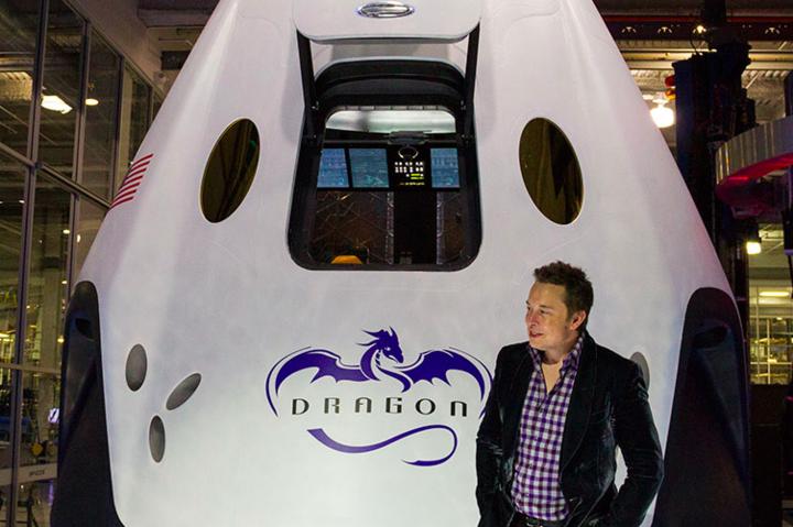 Илон Маск и ракета Dragon- Туристические полеты вокруг Луны откладываются на год- SpaceX
