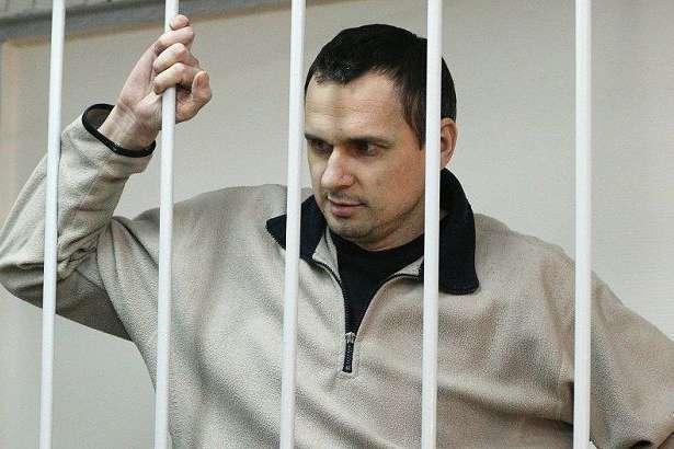 У Росії українець Олег Сенцов оголосив голодування - Сенцов голодує 22-й день: лікар заявив, що у політв'язня можуть відмовити нирки