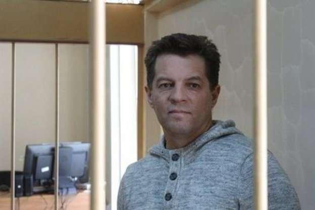 Суд у Москві визнав Романа Сущенка винним у шпигунстві ізасудив до 12 роківколонії суворого режиму - Комітет захисту журналістів закликав Росію звільнити засудженого Сущенка