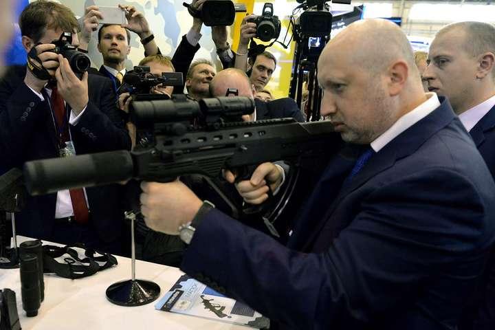 Олександр Турчинов- Рада нацбезпеки скасує всі обмеження на закупівлю збро