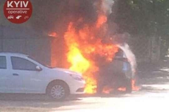 У Києві вибухнув припаркований автомобіль- У Києві вибухнув припаркований автомобіль опубліковано