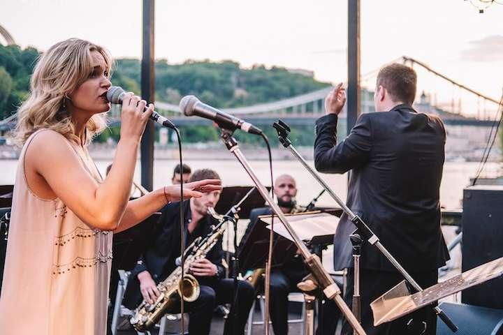 Джаз на пляжі - У столиці відкрився сезон концертів на відкритих майданчиках (програма)