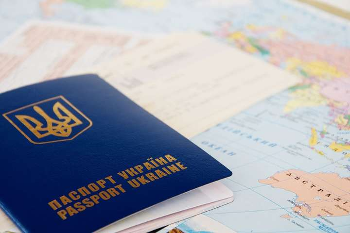 Український паспорт - ЄС минулого року закрив кордон для 44 тисяч українців