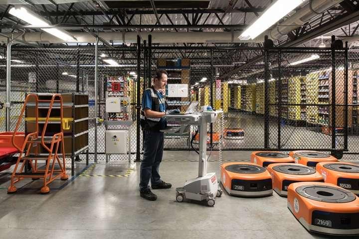 Amazon начал менять управляющий персонал нароботов