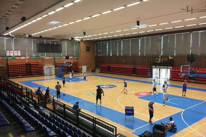Збірна України з баскетболу провела вечірнє тренування напередодні матчу з Чехією (фотогалерея)