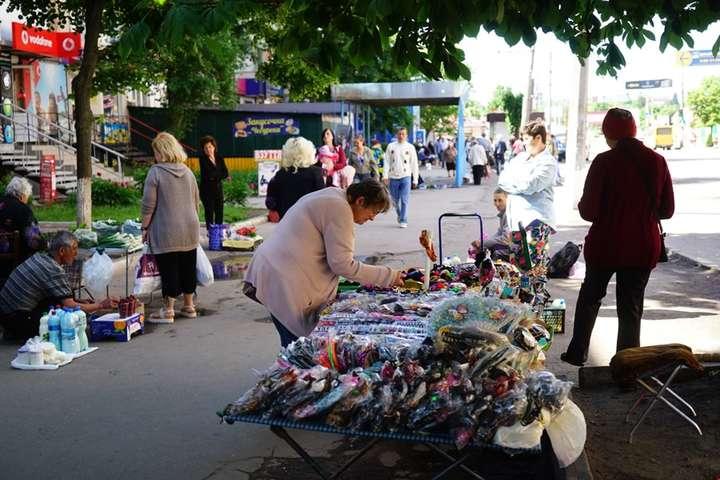 У Тернополі депутат попросив мера заборонити торгувати трусами у релігійні  свята f5f471d7c2431