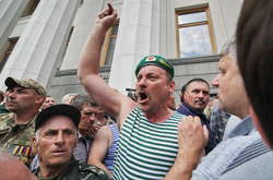 Фото: — Протестна акція під стінами Верховної Ради. 19 червня 2018 року