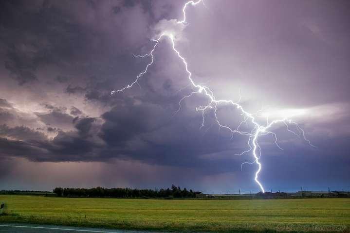 Сьогодні Україну «штормитиме»: прогноз погоди на 22 червня