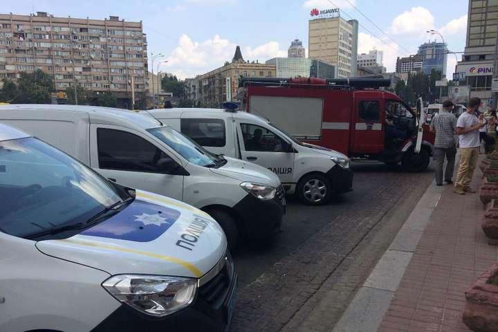 На місці працюють рятувальники, поліцейські та вибухотехніки
