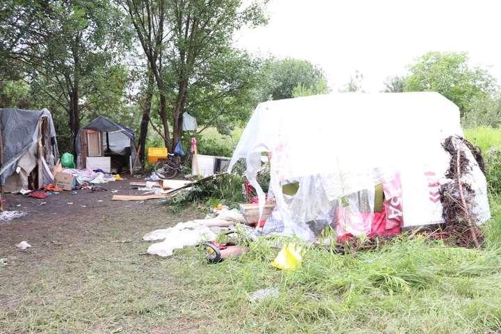 Табір ромів, що зазнав нападу - Стали відомі подробиці про напад на ромів у Львові