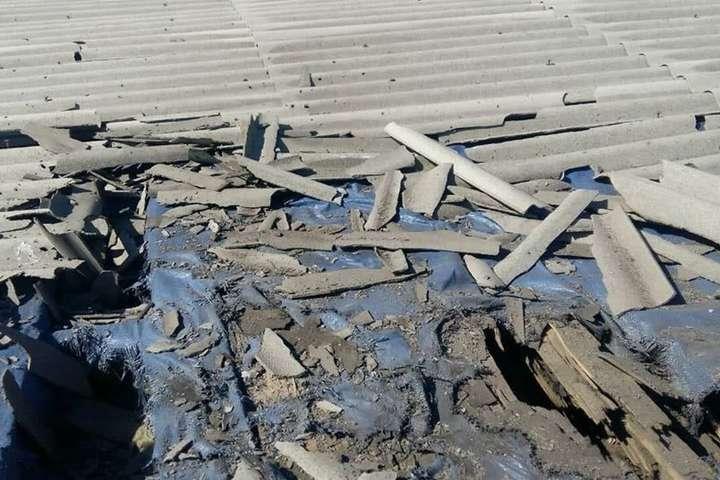 На Донбасі бойовики обстріляли житлові будинки селища Золоте-4 (фото)