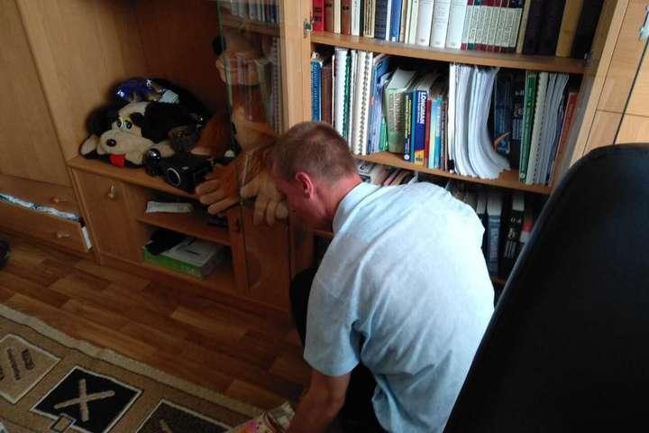Обшук у квартирі Сергія Мазура — Правоохоронці проводять обшук у координатора С14 Мазура