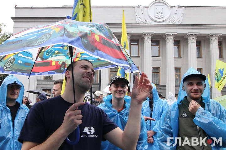 Учасник протестної акції біля Верховної Ради, 11 липня 2018 року — «Їм — офшори, нам — дешеві машини!». Як журналісти з «євробляхерами» істину шукали