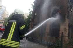 Фото: - Пожежа спалахнула на вулиці Дмитрівській