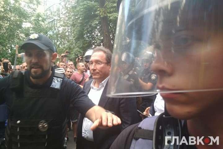 ДТП за участю авто Пинзеника: депутата вдалося вивести з машини