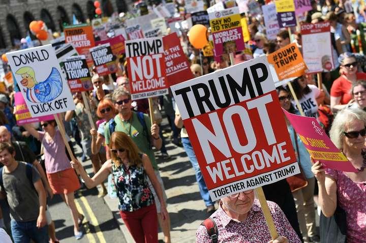 Учасники акції протесту у Лондоні - У Лондоні 100 тисяч людей вийшли на мітинг проти візиту Трампа