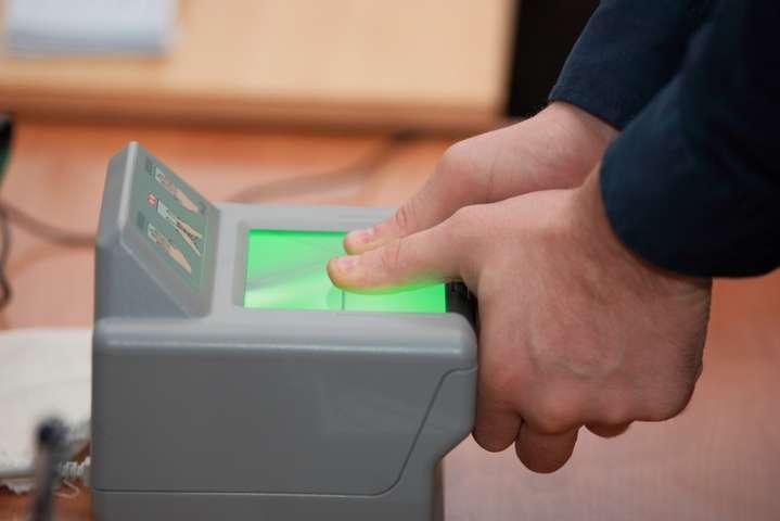 Прикордонна служба вже отримала відбитки пальців 286 тисяч заліссян