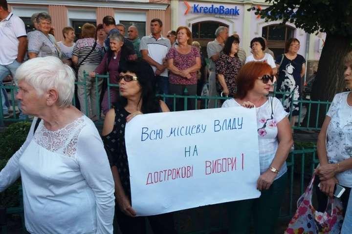 У Чернівцях активісти вимагають у Порошенка «зупинити реванш Фірташа»